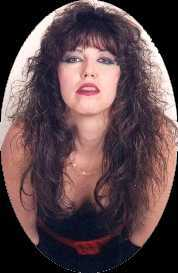 Cindy Maheras as Pat Benatar